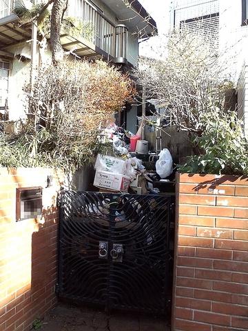 近所のゴミ屋敷.jpg